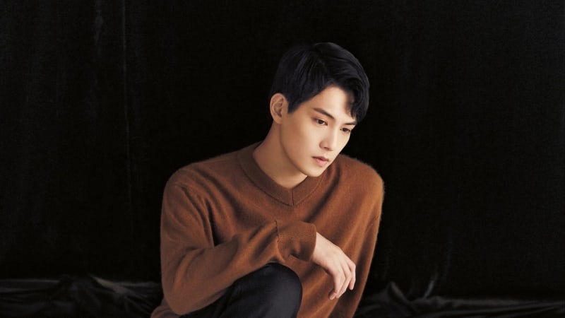 "Lee Jonghyun News: Watch: CNBLUE's Lee Jong Hyun Shares Cover Of EXO's ""Sing"