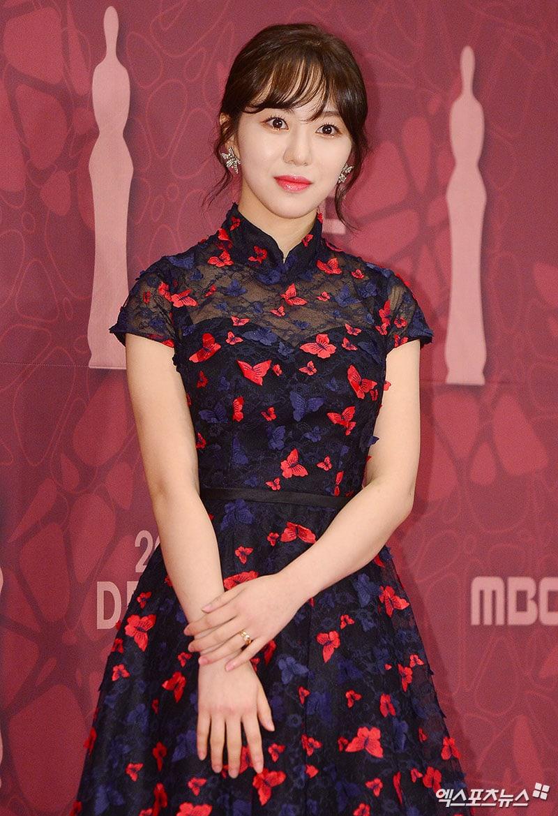 stars grace the red carpet at the 2017 mbc drama awards