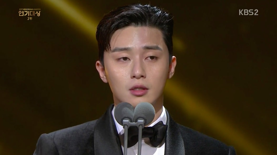 Park Seo Joon Tears Up As He Sends Message To Father During 2017 KBS Drama Awards Speech