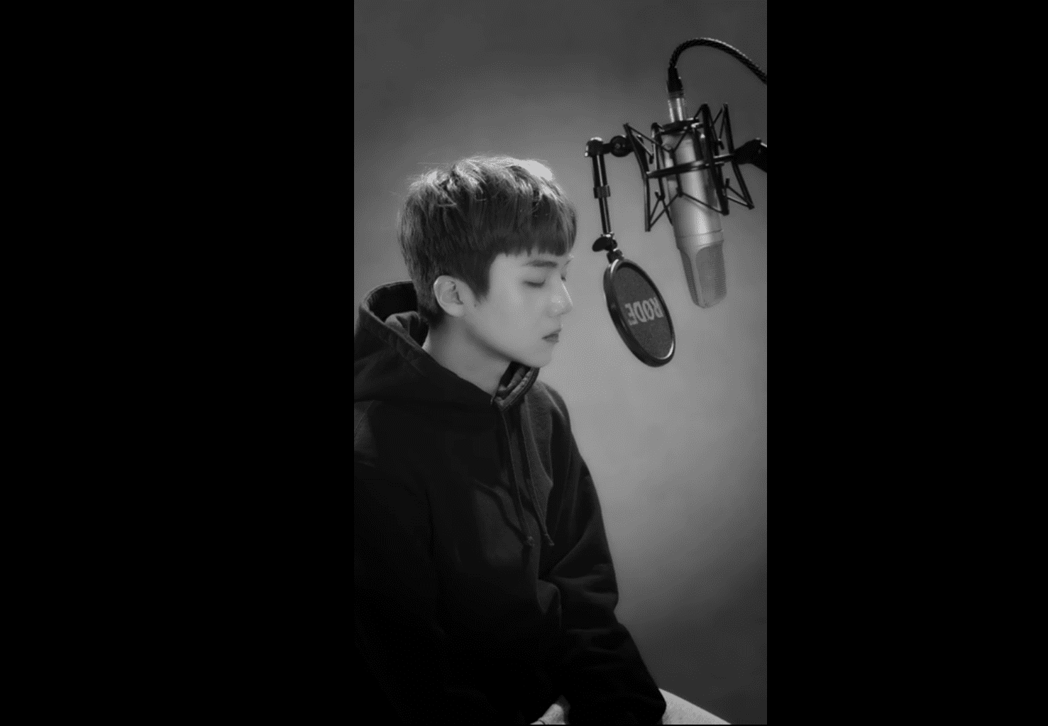 """Listen: PENTAGON's Jinho Closes Out 2017 With Cover Of Michael Jackson's """"You Are Not Alone"""""""