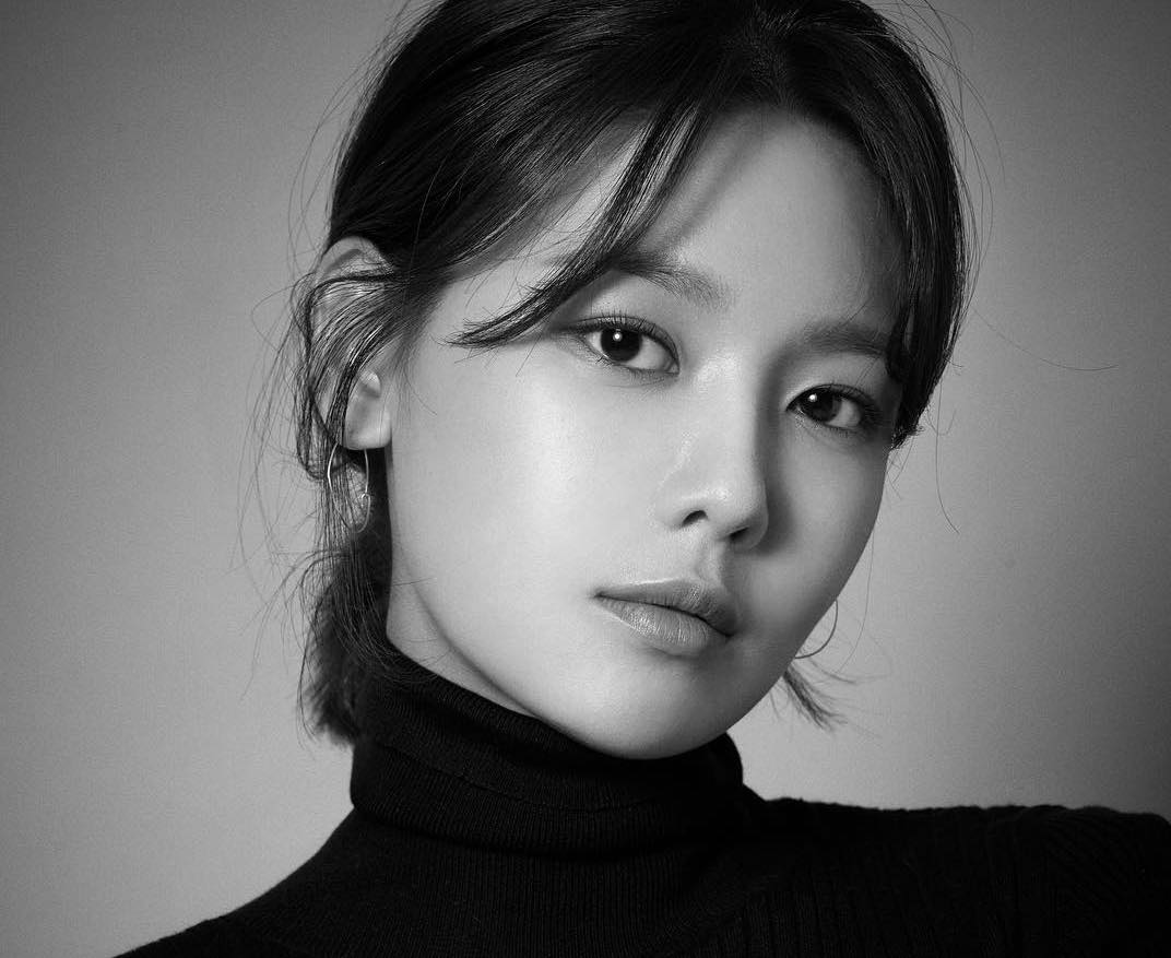 Girls' Generation's Sooyoung Shares Profile Photos After Joining New Agency