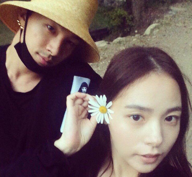 Song Baek Kyung Reveals Taeyang And Min Hyo Rin's Wedding Invitation