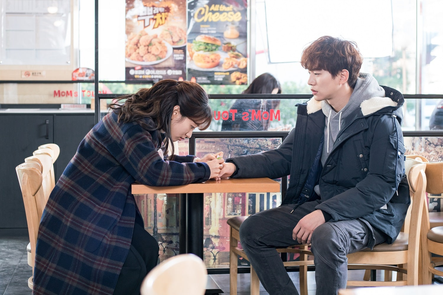 "2PM's Junho Can't Keep His Eyes Off Won Jin Ah On ""Just Between Lovers"""