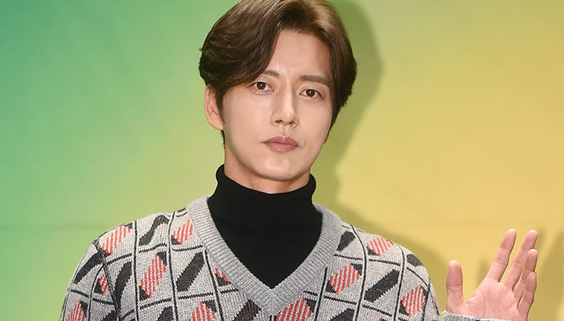 """Park Hae Jin Talks About His Complicated Roles In New Drama """"Four Sons"""""""