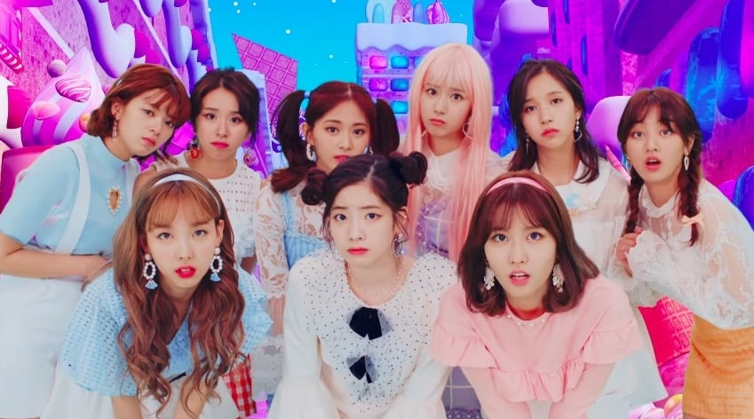 """TWICE Continues Streak Of Hits In Japan With Success Of New Song """"Candy Pop"""""""