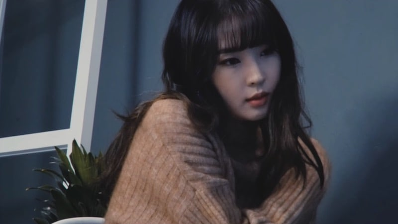 "Update: Jenyer (Jeon Jiyoon) Reveals Behind-The-Scenes Look At Upcoming ""Because"" MV"