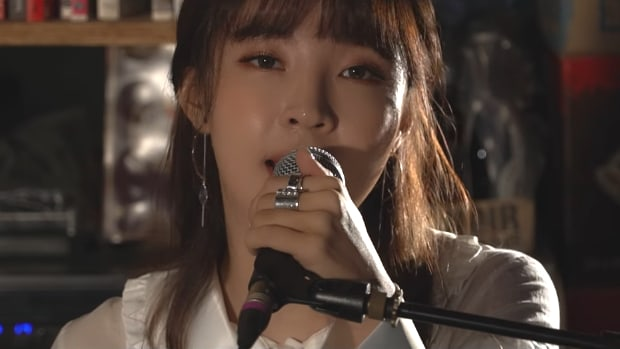 "Watch: Jenyer (Jeon Jiyoon) Makes Soulful Return With Live Performance Of ""Because"""