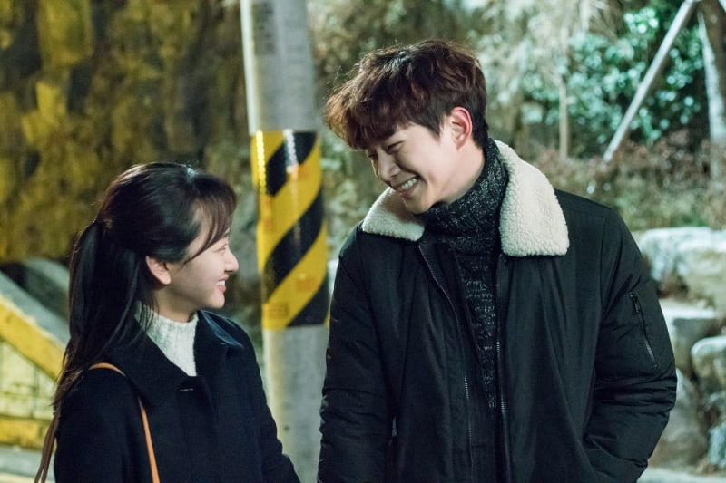 """2PM's Junho And Won Jin Ah Go On A Winter Date In """"Just Between Lovers"""" Stills"""