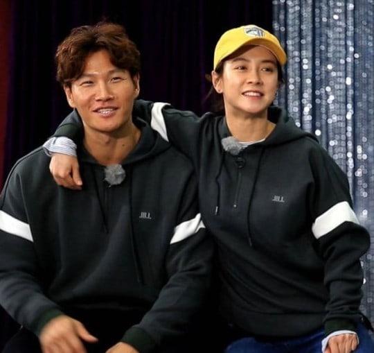 https://0.soompi.io/wp-content/uploads/2018/01/17193823/Kim-Jong-Kook-Song-Ji-Hyo2.jpg