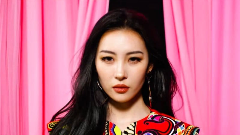 "Sunmi's ""Heroine"" Becomes A Realtime Chart-Topping Hit"