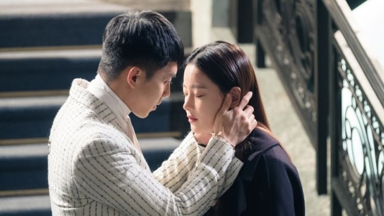 """Lee Seung Gi And Oh Yeon Seo Share Romantic Kiss In """"Hwayugi"""""""