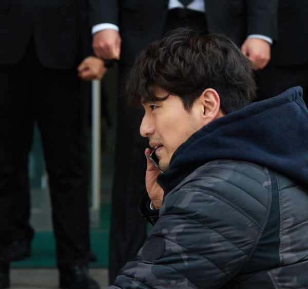"Lee Jin Wook Endures Frustrating Circumstances On ""Return"""