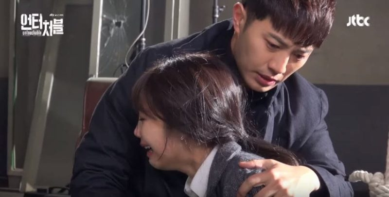 "Watch: Jung Eun Ji And Jin Goo Put Their All Into The Last Scenes Of ""Untouchable"""