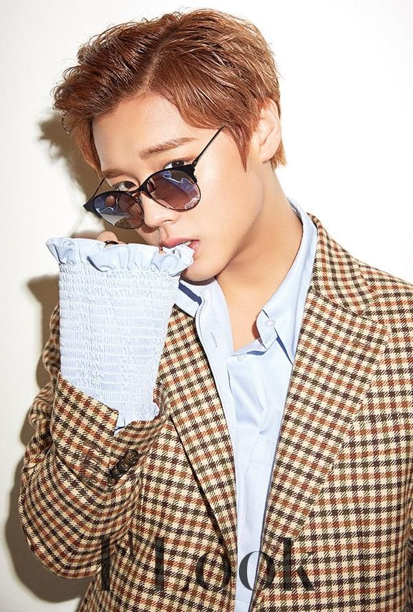 Wanna One S Park Ji Hoon And Park Woo Jin Celebrate Becoming