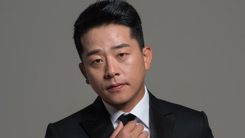 Kim Joon Ho Announces Divorce From His Wife