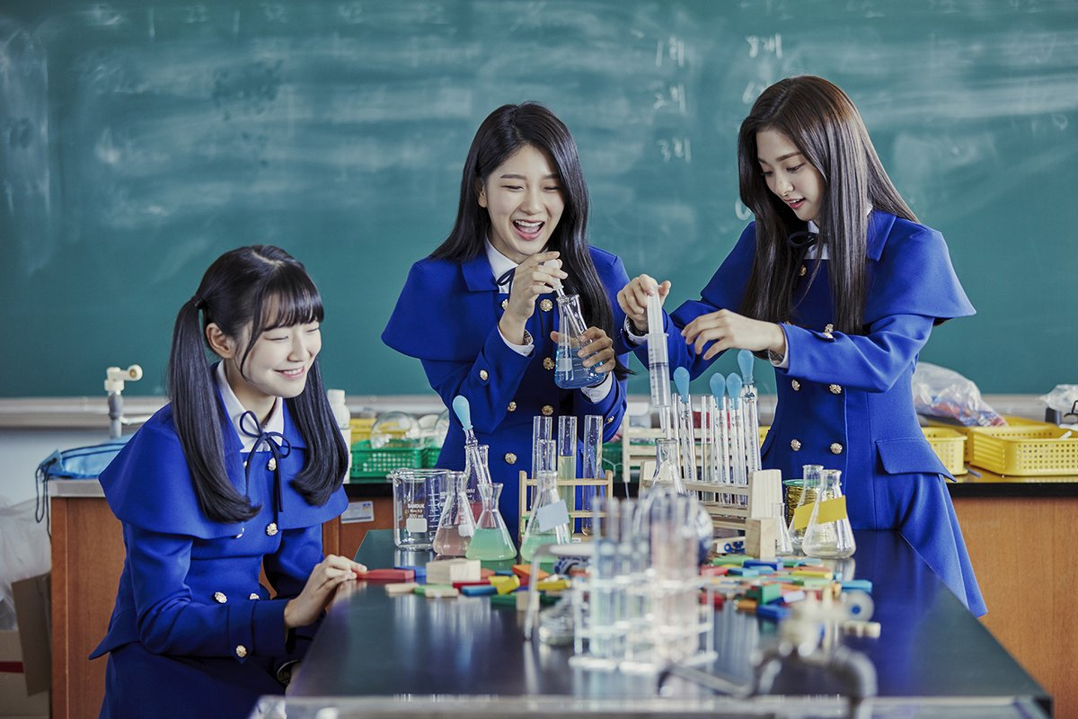 """Update: """"Idol School"""" Girl Group fromis_9 Teams Up For Unit Photos Ahead Of Debut"""