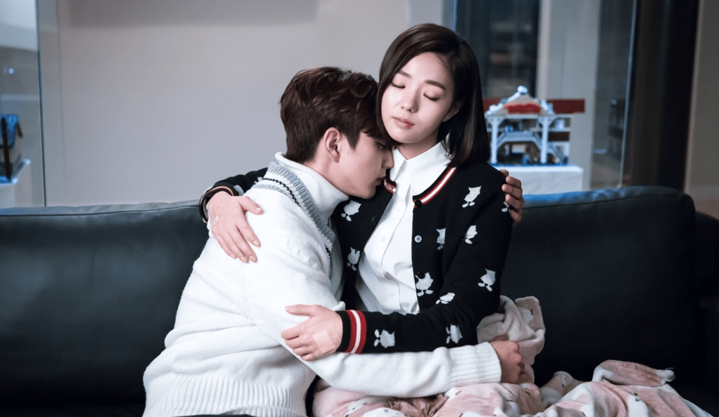 "Yoo Seung Ho And Chae Soo Bin Take Comfort In Each Other's Arms On ""I Am Not A Robot"""