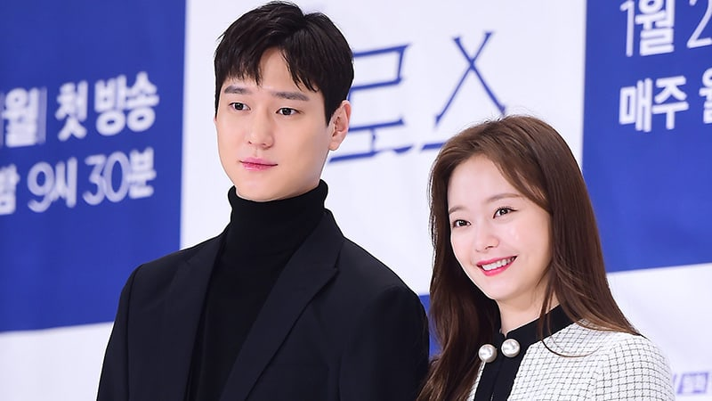 """Go Kyung Pyo And Jun So Min Happily Talk About Their Experience Working Together On """"Cross"""""""