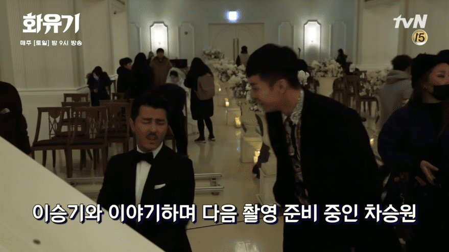 """Watch: Cha Seung Won Is The Best Pianist, Lee Seung Gi Can't Stop Laughing, And More On Set Of """"Hwayugi"""""""