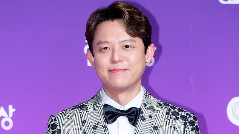 Tony Ahn Receives Treatment For Past Knee Injury During Rehearsals For H.O.T.'s Reunion