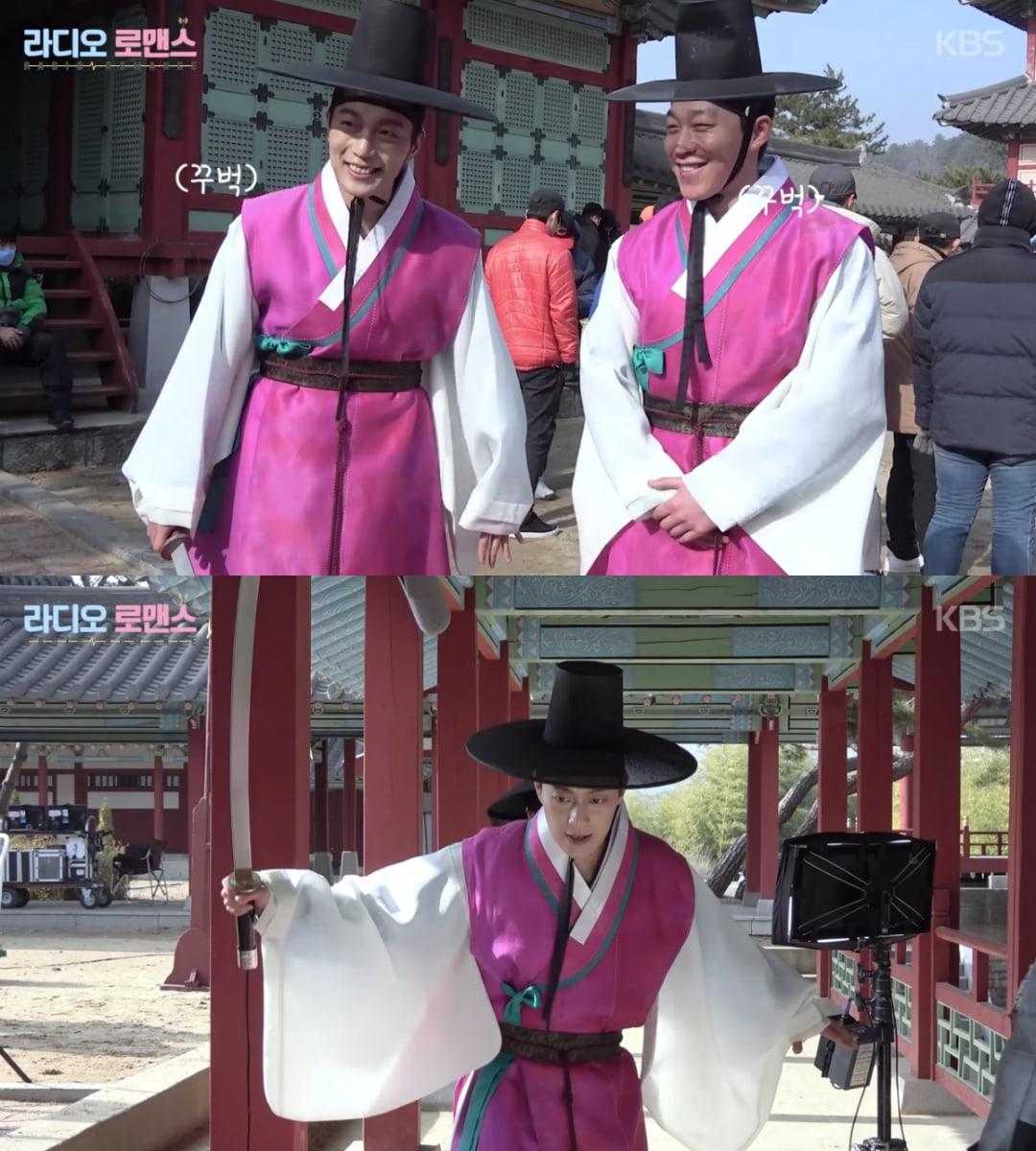Lạnh lùng trong phim nhưng DJ Yoon Doojoon của Highlight khi quay phim vẫn nở những nụ cười