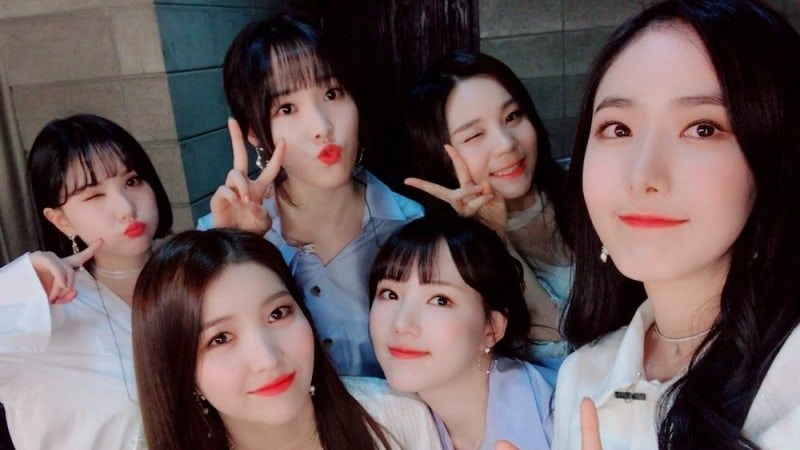 GFRIEND Shares Stories From Their Past Year And Updates Fans
