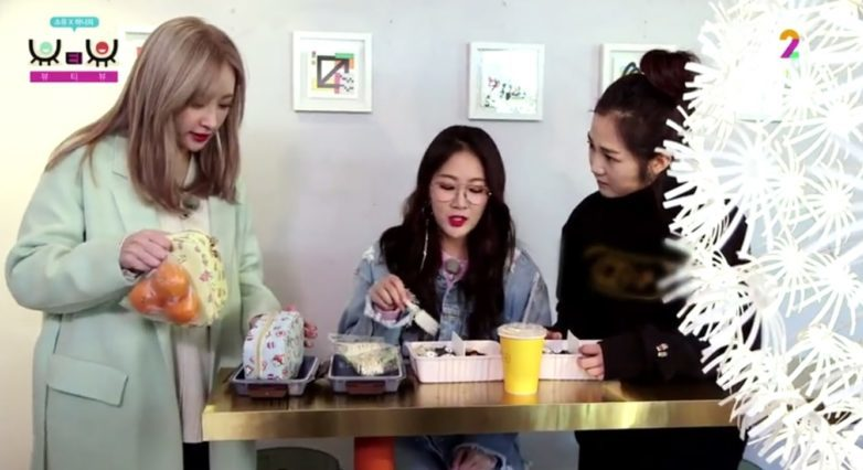 EXID's Hani Touches Soyou And Her Sister With Her Thoughtfulness