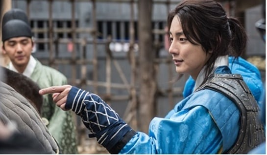 """""""Grand Prince"""" Reveals First Stills Of Yoon Shi Yoon In Costume For His Royal Role"""