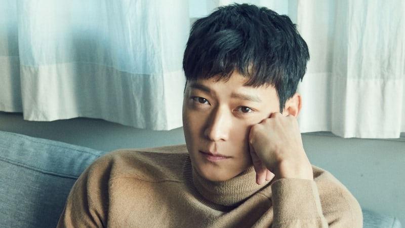 Kang Dong Won Talks About Running For Over 150 Hours While Filming New Movie