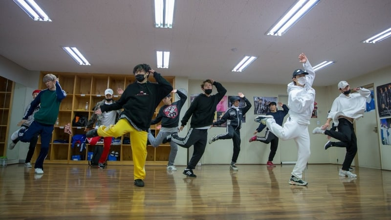"""Watch: H.O.T. Rehearses """"Candy"""" As Full Group For """"Infinite Challenge"""" Reunion"""