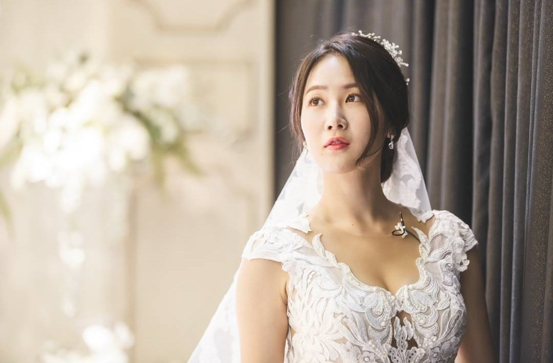 Soyou And EXID's Hani Transform Into Gorgeous Brides For ...