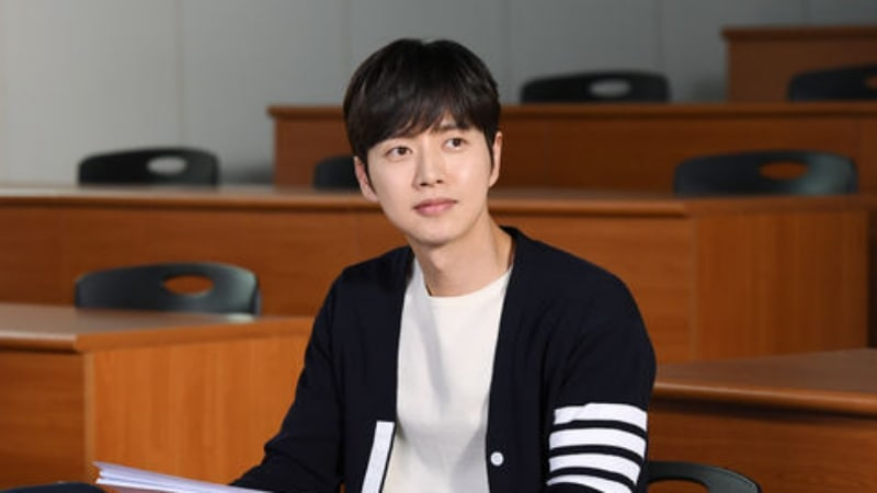 """Park Hae Jin Is Back To Steal Hearts Again With """"Cheese In The Trap"""" Film"""