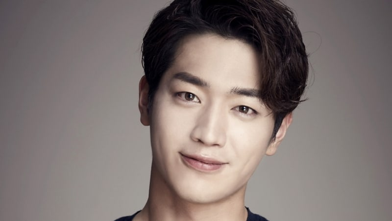 """Seo Kang Joon Confirmed To Star In New Drama Based On Popular Webtoon """"Something About Us"""""""