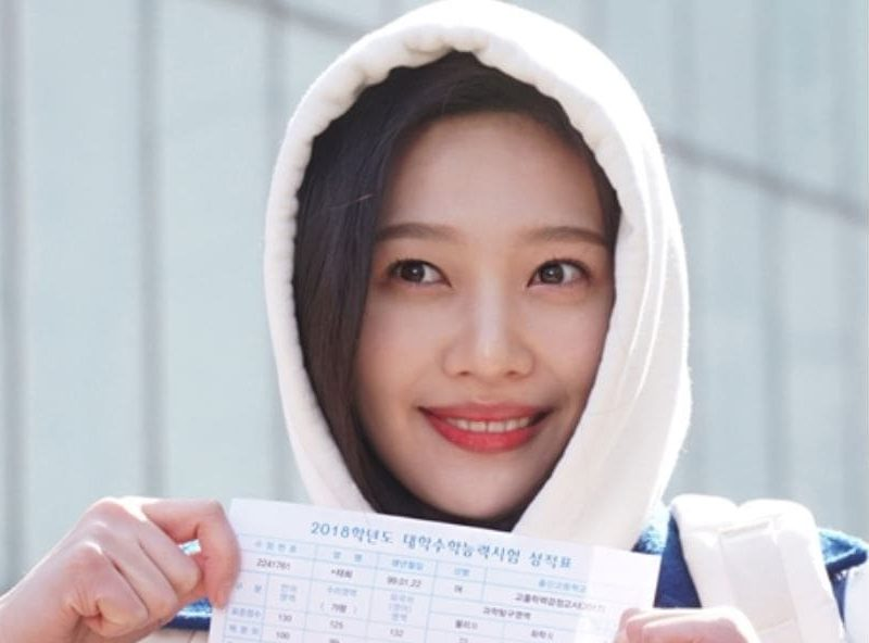 "Red Velvet's Joy Turns Into A Bright, Hard-Working Student For ""Tempted"""