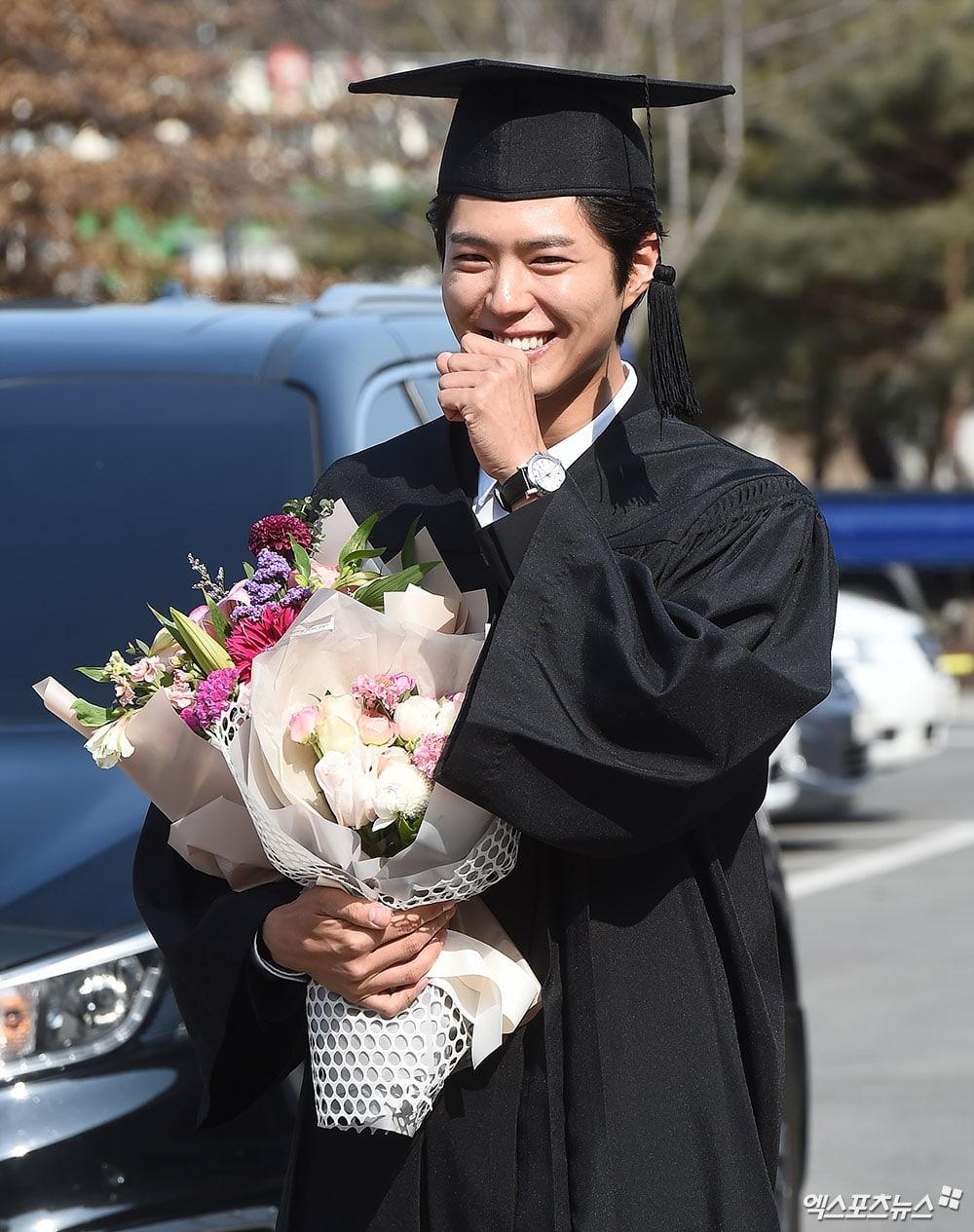 Park Bo Gum's Kindness Melts Netizens' Heart - Kdramabuzz