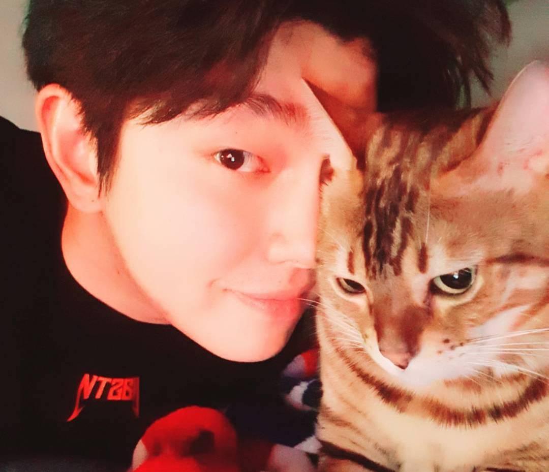 Yoon Kyun Sang Responds To Criticism Over Pet Cat