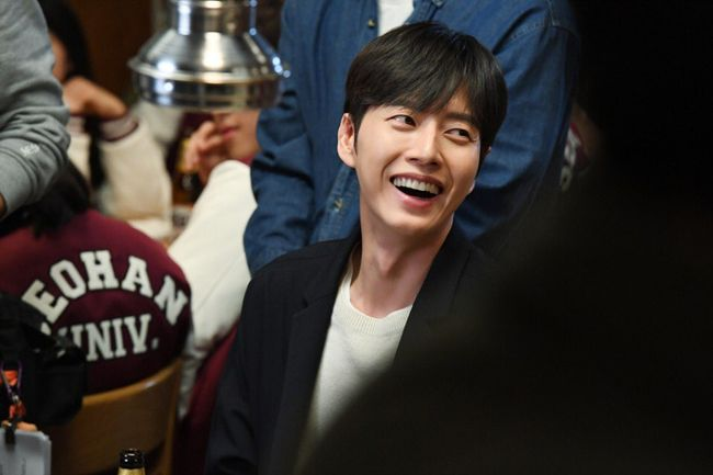 """Park Hae Jin Gets Into Character For """"Cheese In The Trap"""""""