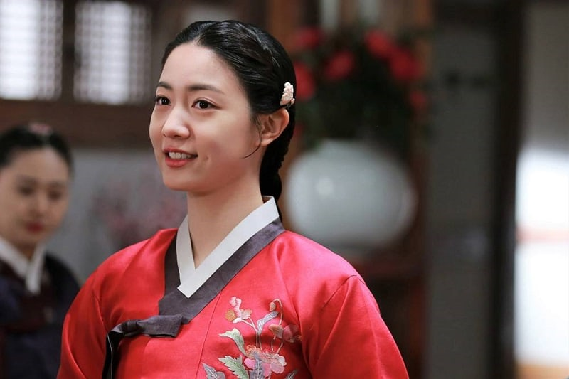 "Ryu Hyoyoung Is A Classic Beauty For Her First Historical Drama ""Grand Prince"""