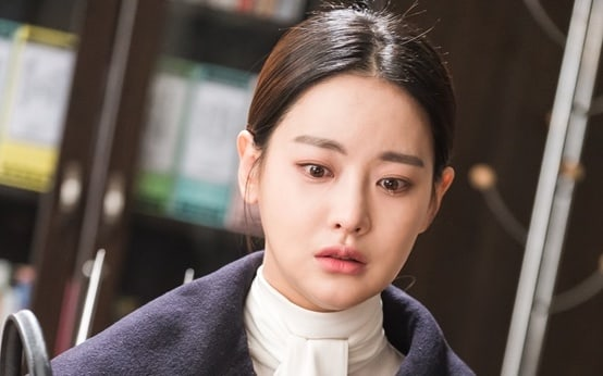 "Oh Yeon Seo Sheds Tears Over An Unexpected Gift In Upcoming Episode Of ""Hwayugi"""