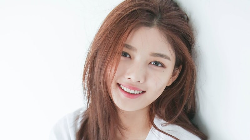 kim yoo jung to take temporary break from activities due to health