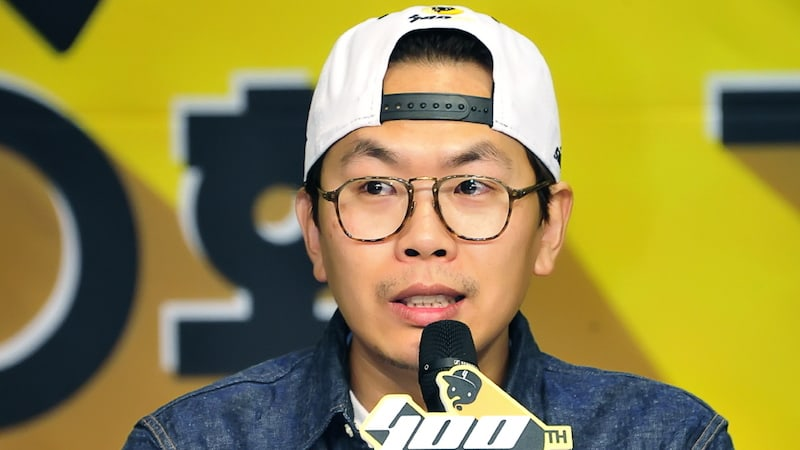 "PD Kim Tae Ho To No Longer Direct ""Infinite Challenge,"" Denies Rumors Of Leaving MBC"