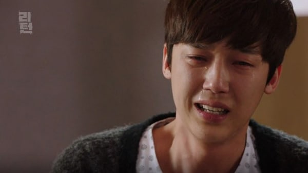 "Yoon Jong Hoon's Character Makes A Tearful Decision On ""Return"""