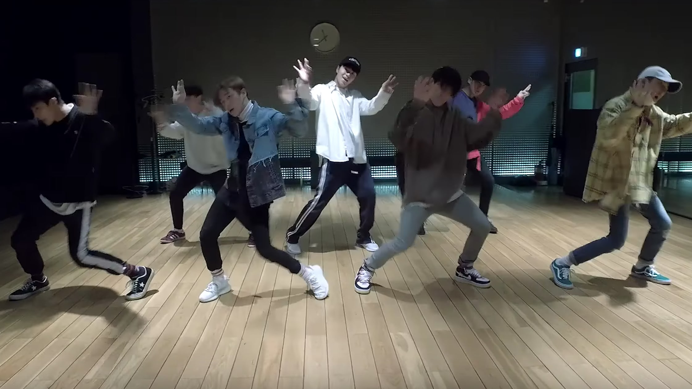 "iKON Announces Plans For First Performance Of ""Rubber Band"" And Drops Dance Practice Video"