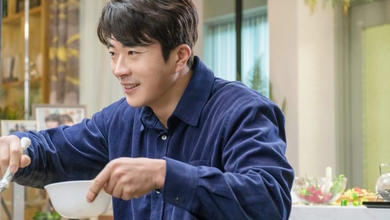 "Kwon Sang Woo Unveils His Hidden Cooking Skills In ""Mystery Queen 2"""