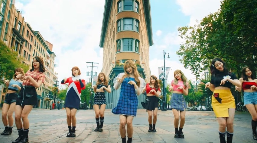 "TWICE's ""Likey"" Becomes Fastest K-Pop Girl Group MV To Reach 200 Million Views"