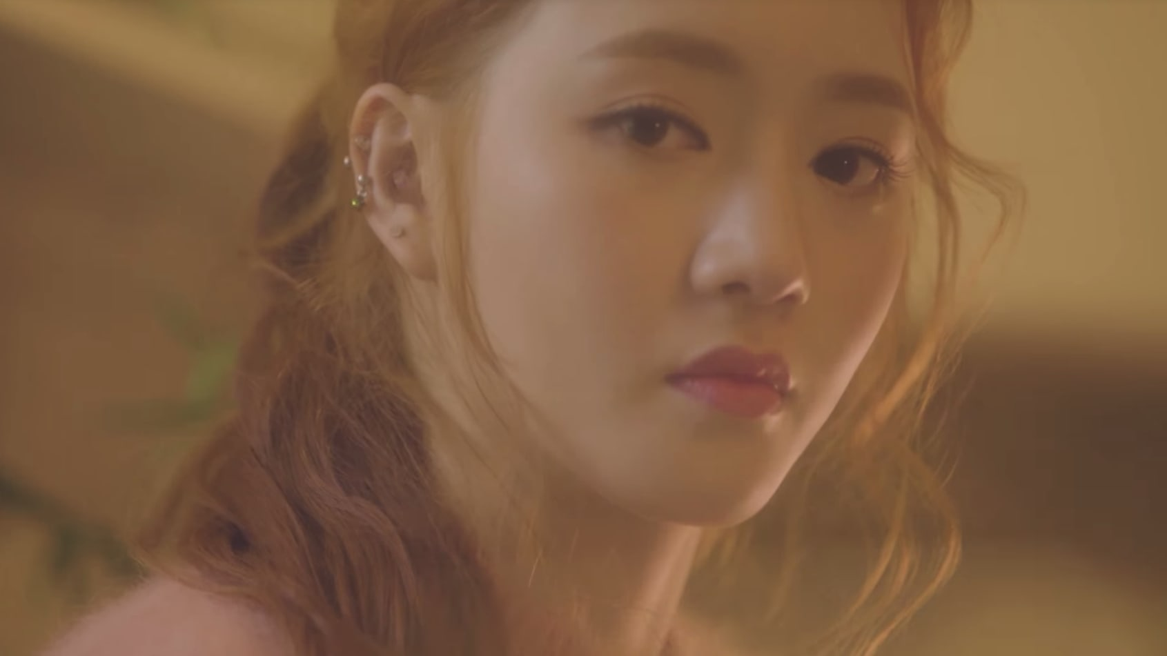 "Watch: Ladies' Code's Sojung Wants You To ""Stay Here"" In Solo Comeback MV"