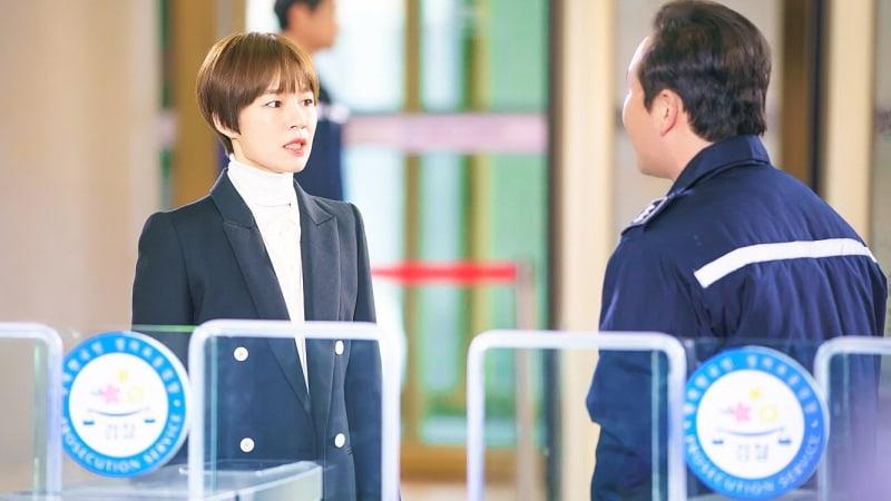 "Han Ye Ri Transforms Into A Charismatic Prosecutor In New Drama ""Switch"""