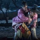 "Yoon Shi Yoon Gives Jin Se Yeon A Romantic Piggyback Ride At Night In ""Grand Prince"""