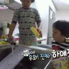 "Seo Eon And Seo Jun Wash Computer Keyboard With Soap On ""The Return Of Superman"""