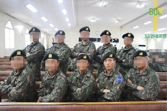 Jung Yong HWa dan teman-temannya di militer